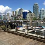 Downtown Vancouver, von einem Steg auf Granville Island aus gesehen