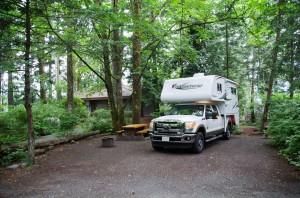 Fraserway Truck Camper auf Campsite im Porteau Cove PP